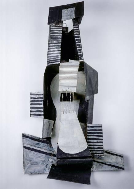 O violão é protagonista de dezoito obras da exposição