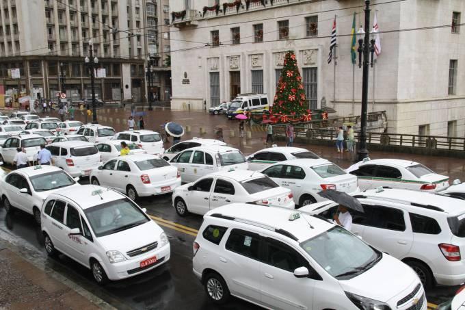 taxistas-protesto-uber-prefeitura-fim-de-ano.jpeg