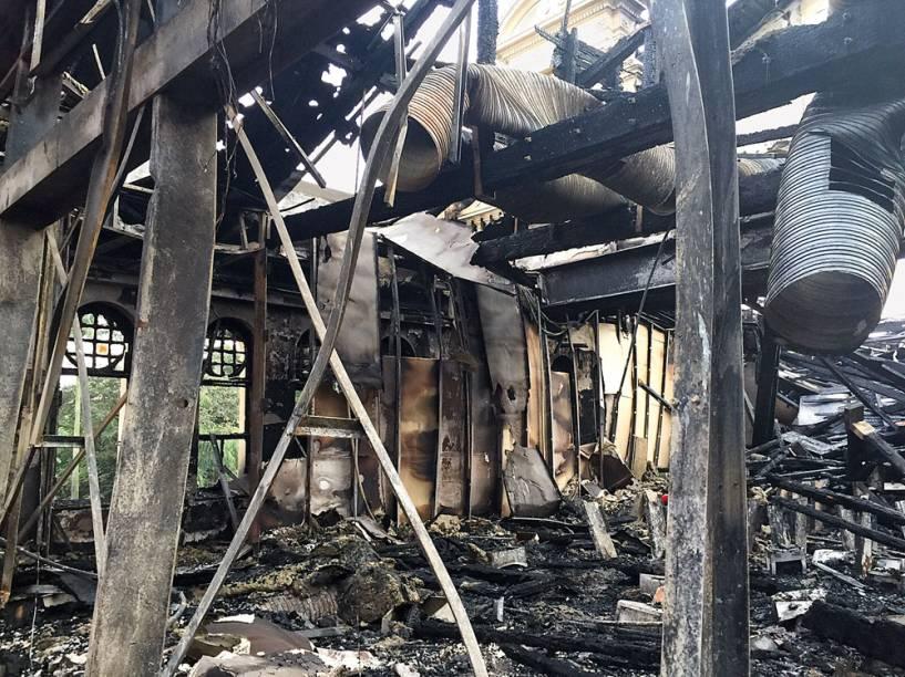 Estruturas danificadas pelo fogo