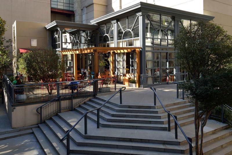 Fachada do MoDi, que ocupa a parte da área externa do Shopping Pátio Higienópolis
