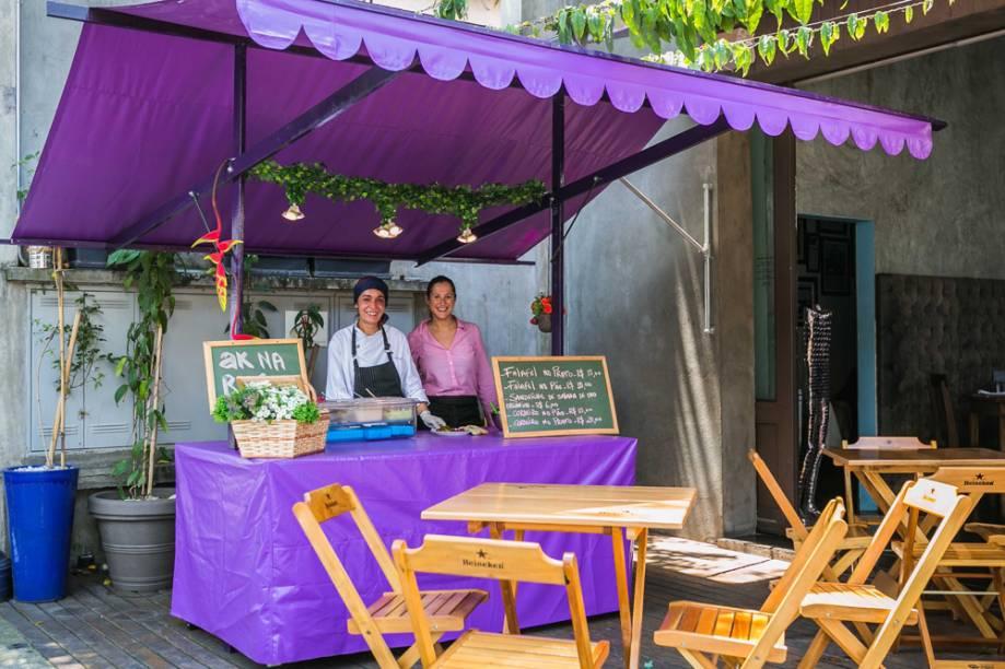 AK Vila: barraca em frente ao restaurante