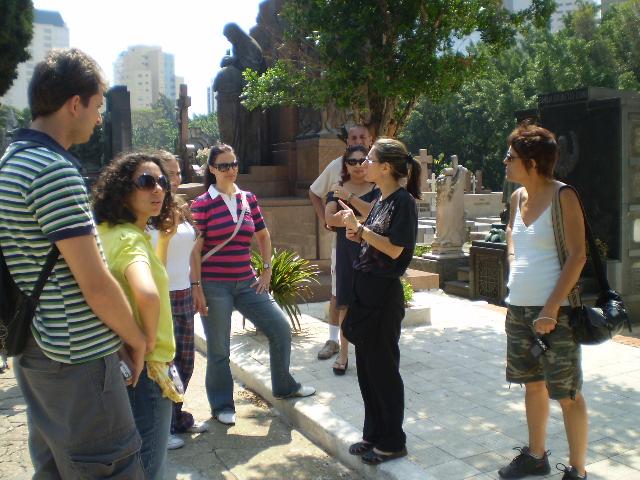 Cemitérios e endereços mal-assombrados: os visitantes conhecem a história de vários pontos da cidade