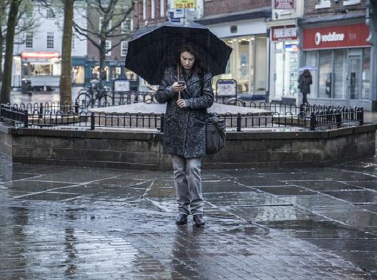 Amy (Olga Kurylenko) leva uma vida de excessos