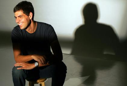 Músico desenvolto, o pianista fluminense combina o repertório dos discos Afetuoso (2011) e Canteiro (2012) em show.
