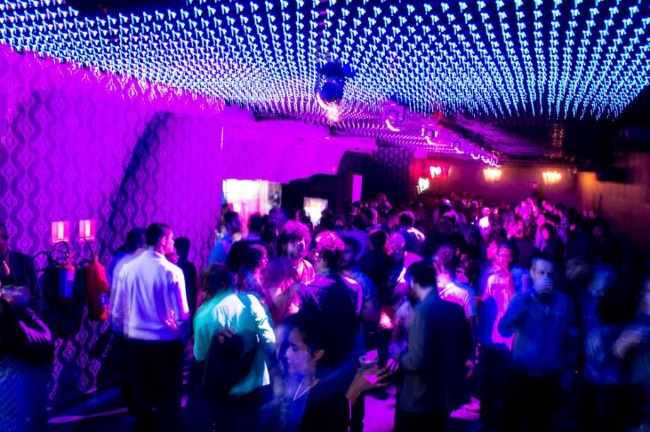 Anexo B: festa open bar no sábado.