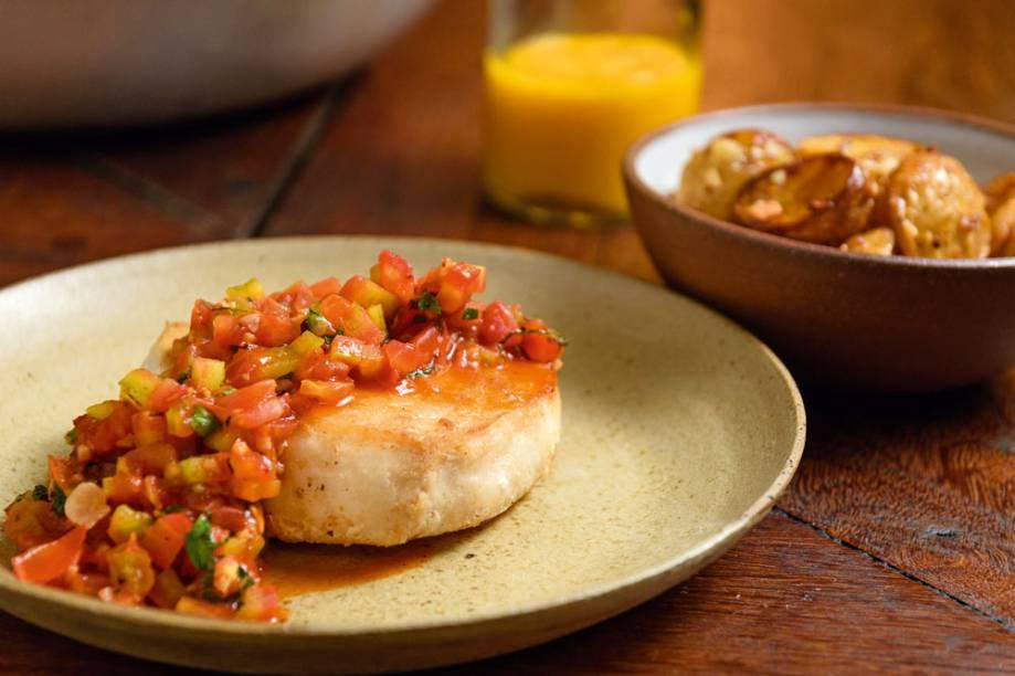 Peixe do dia ao molho de tomate: somente nos fins de tarde