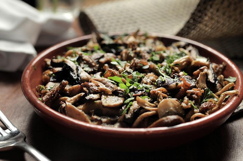 Porção de cogumelos à provençal