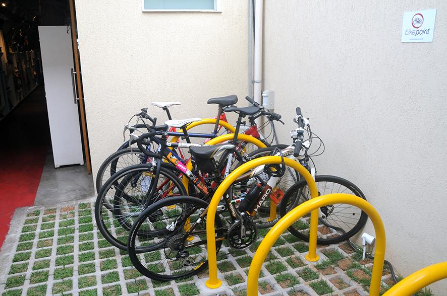 Aro 27: estacionamento interno