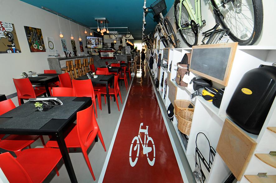 Aro 27: bike café oferece comidinhas e serviços para ciclistas
