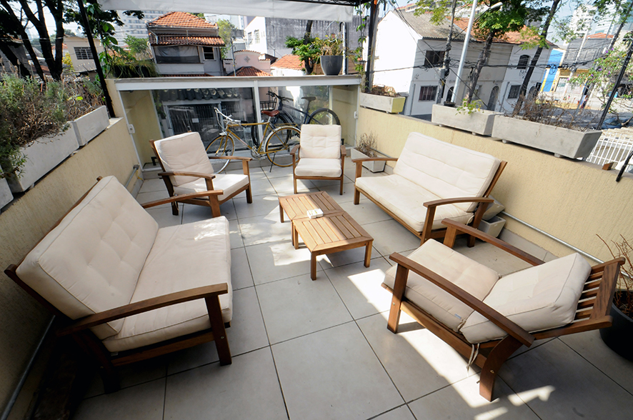 Aro 27: clientes podem usar a varanda para reuniões