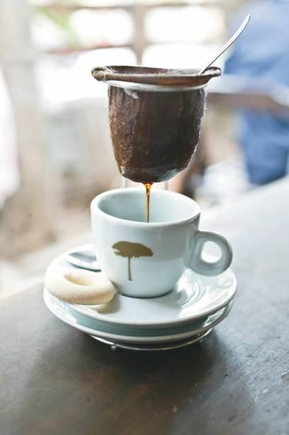 Café passado no minicoador
