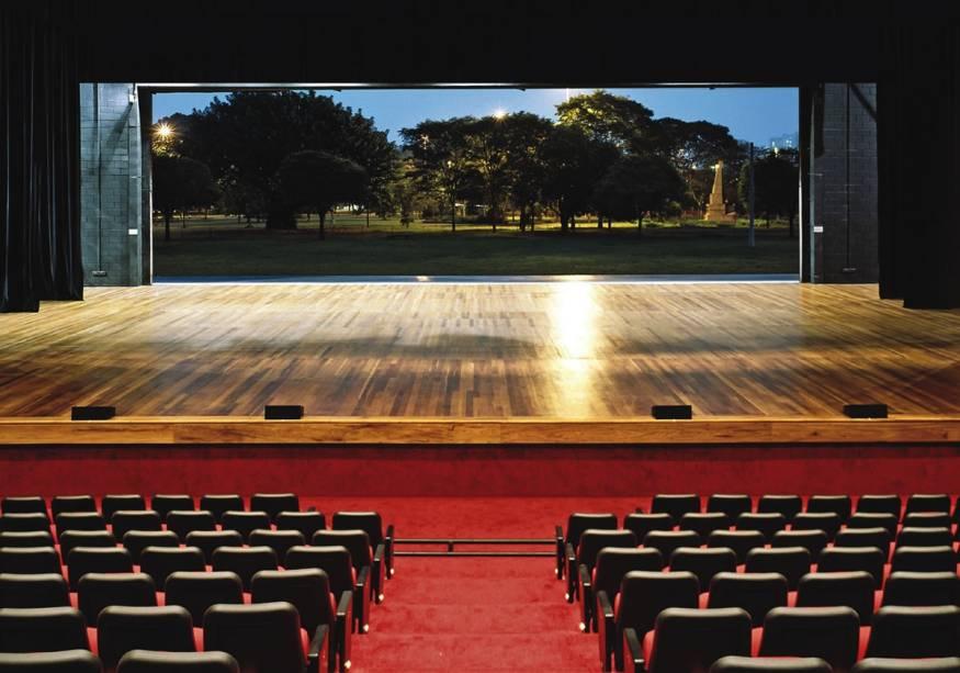 Auditório Ibirapuera - Oscar Niemeyer: o palco se abre para o parque