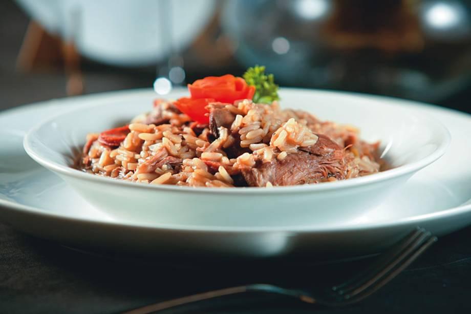 Bacalhau ao forno (com brócolis, batata, tomate e ovo): opção do português Bacalhoeiro