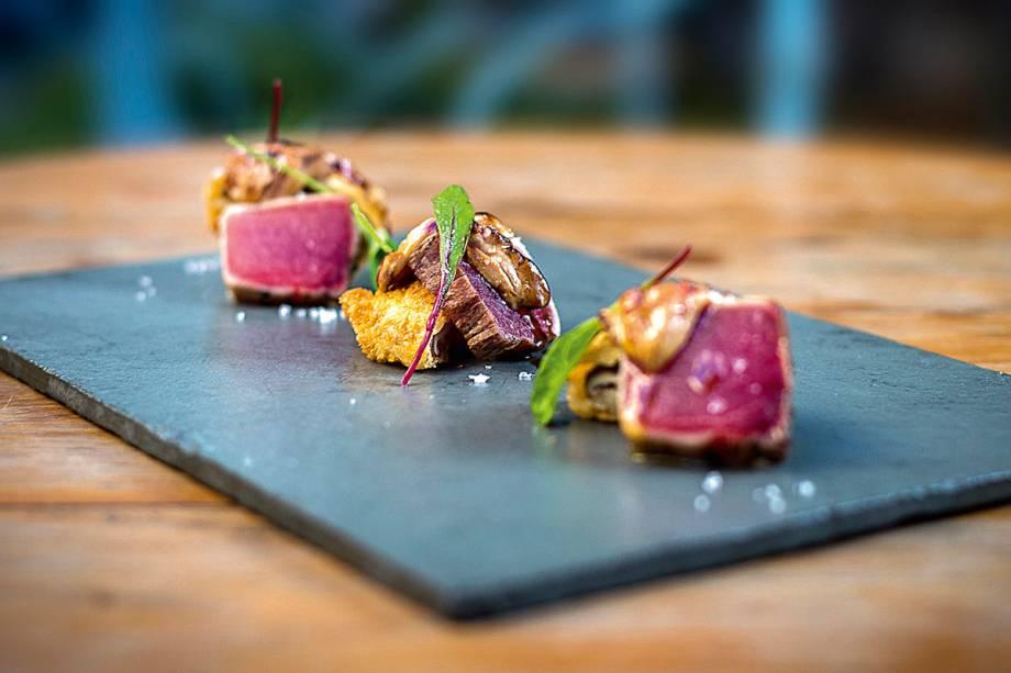Atum selado no maçarico com foie gras