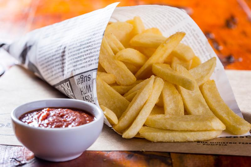 A porção de batatas fritas no cone