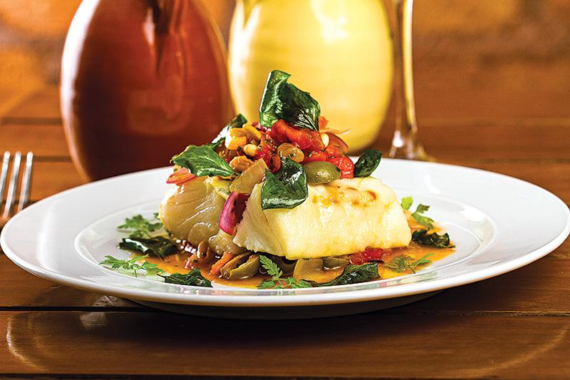 Páscoa: bacalhau com azeitona, cebola, tomate e pimentões