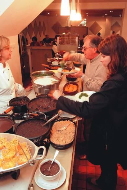 Feijoada em bufê do Beth Cozinha de Estar: servida às quartas e aos sábados