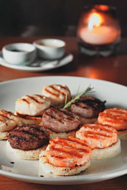 Canapés de hambúrguer (carne, salmão e frango) do Blá