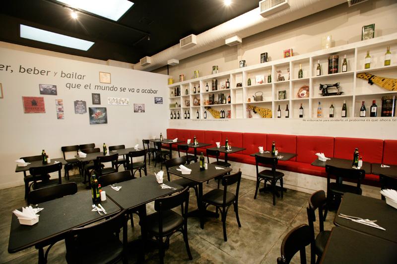 La Bodeguita: o jantar tem clima de balada e no almoço a atmosfera é mais tranquila