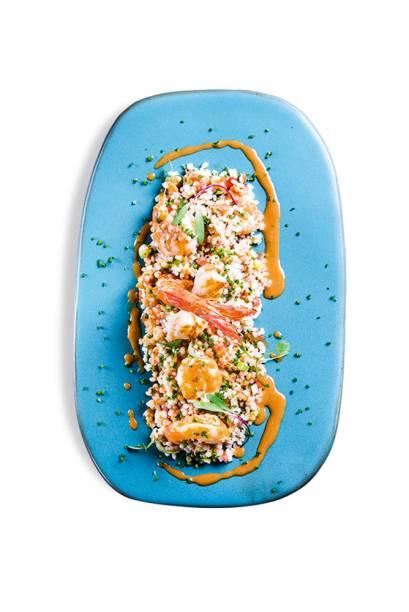 Frutos do mar grelhados: mix de camarão, lula, polvo e peixe recebe um molho de moqueca quede um toque de baianidade à receita