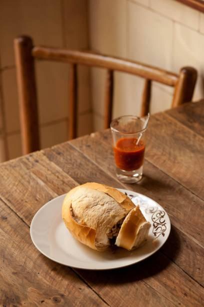 Buraco-quente, sanduíche servido no Botequim do Hugo