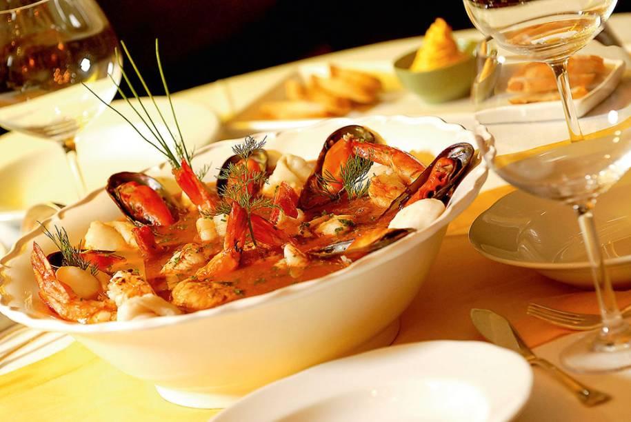 Bouillabaisse: preparado com pescados, o caldo é servido na companhia de pão