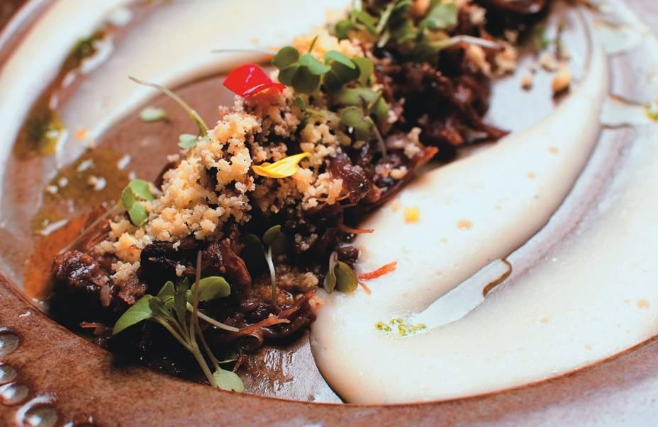 Festival de receitas do Acre no Brasil a Gosto: rabada ao tucupi com purê e farofa de mandioca