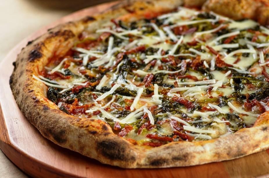 Nova cobertura comemora o Dia da Pizza e leva calabresa seca, queijo pecorino, mussarela de búfala e friarielli