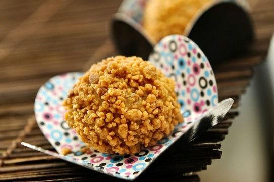 Paçoca: que tal substituir a forma tradicional do doce por uma versão de brigadeiro? Na Brigadeiro Doceria & Café o enroladinho tamanho de festa sai por R$ 2,00 a unidade