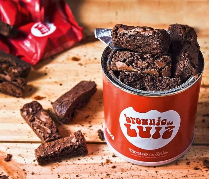 Brownie tradicional: bordinhas na lata