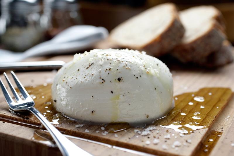 Burrata regada por azeite