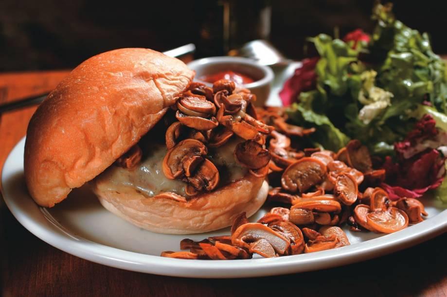 Para comer de garfo e faca: mushroom, com cogumelos frescos