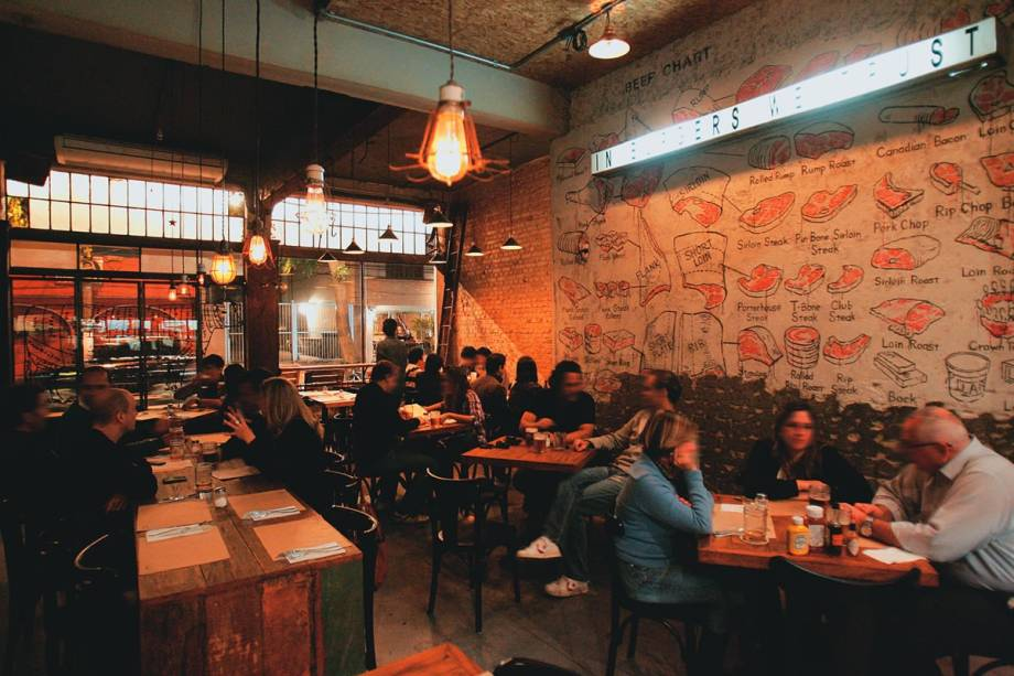 O ambiente: parede tem desenhos de cortes de carne