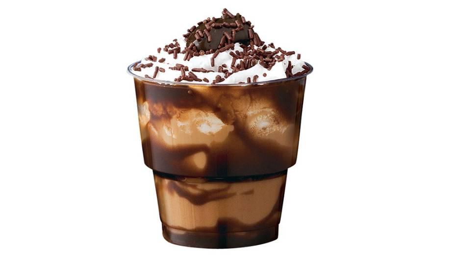 Café Brigadeiro: brigadeiro cremoso, leite, café expresso, chantilly e chocolate granulado