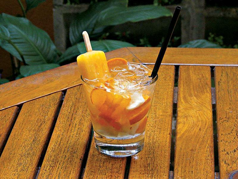 Jordão Bar: mistura de abacaxi com tangerina mais um picolé desta última fruta