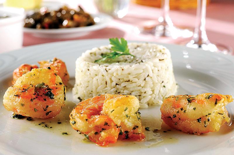 La Paillote criou uma versão reduzida do camarão à provençal, com quatro crustáceos médios