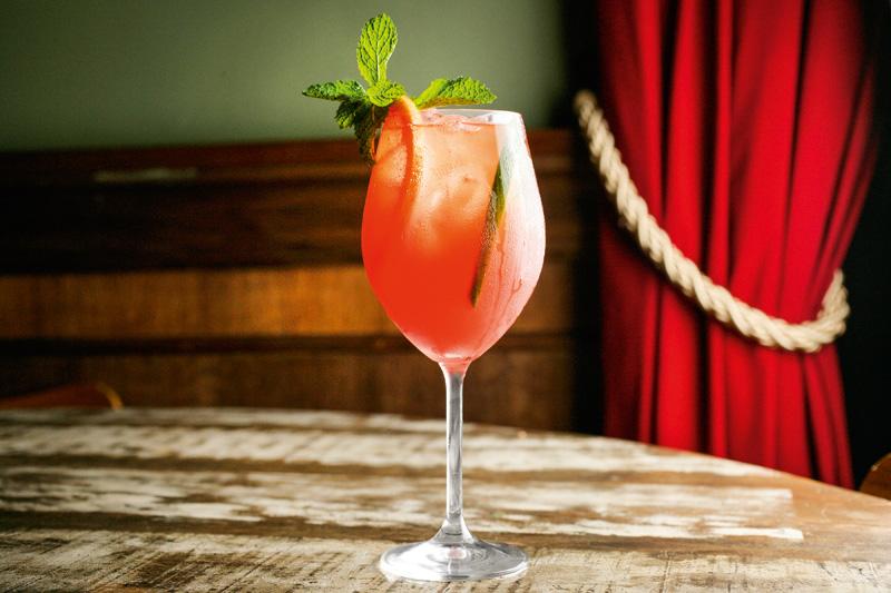 London spritz: combinação de gim, Aperol, grapefruit e espumante