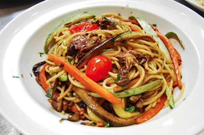 Cão Véio – Espaguete com vegetais