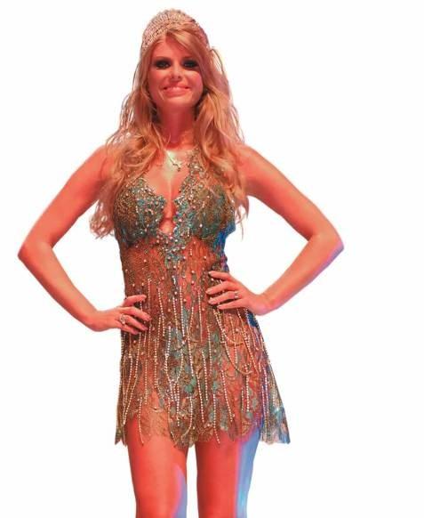 A modelo Caroline Bittencourt: rainha de bateria da Unidos do Peruche