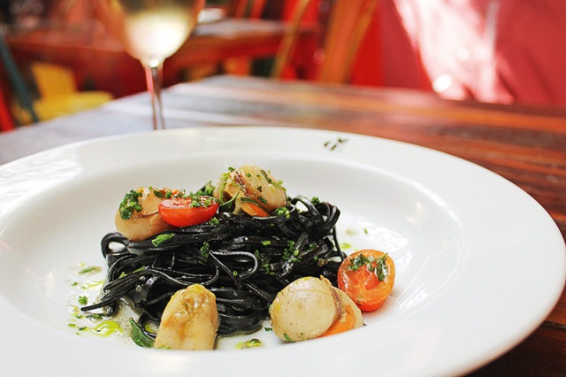 Tagliolini com o molusco e tomate: prato principal