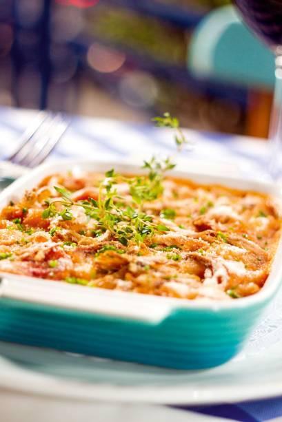 Cassoulet: feijão-branco durinho com joelho de porco, linguiça toscana, paio e pato desfiado