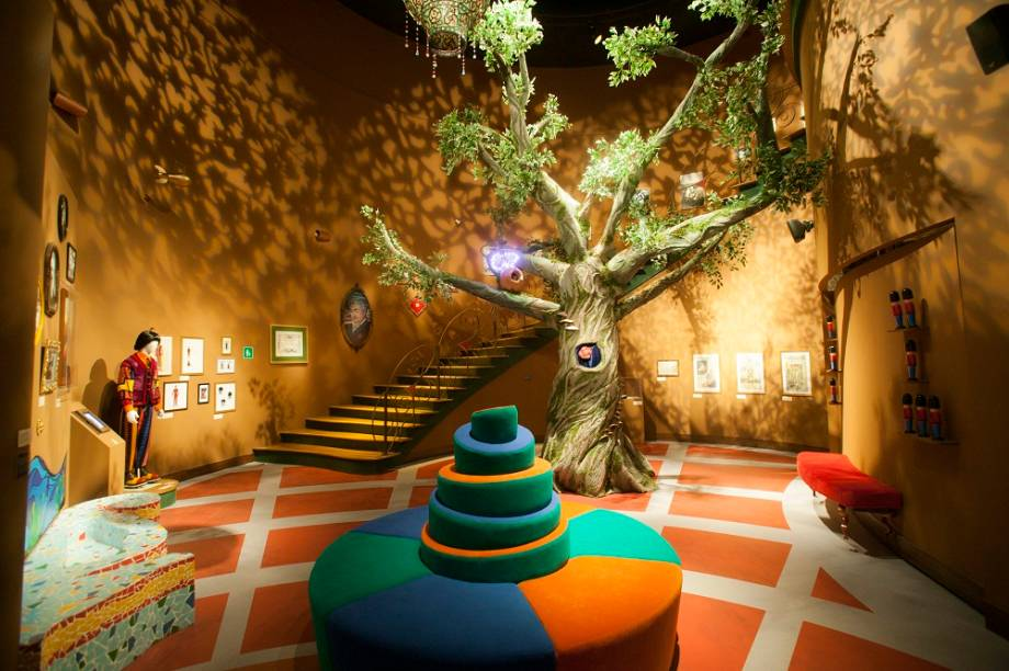 A mostra reproduz ambientes da série infantil exibida na TV Cultura há vinte anos, como o saguão do castelo