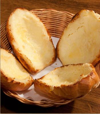 Para abrir o apetite: pão com catupiry e provolone