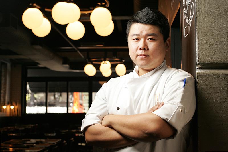 O chef Thiago Maeda faz receitas contemporâneas