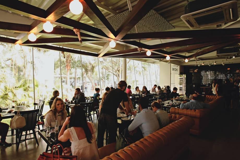 Salão concorrido: públicos diferentes no almoço e no jantar