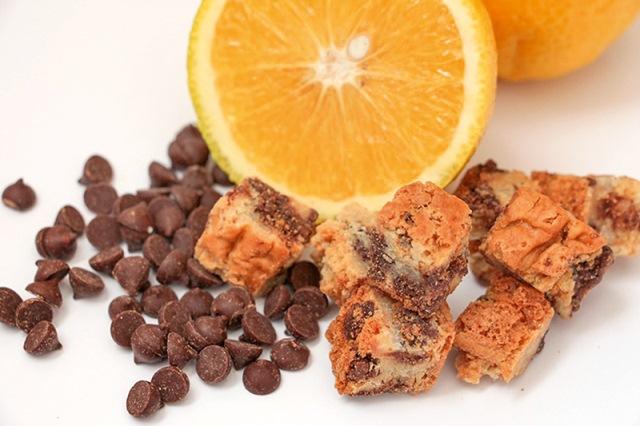 Versão chocconcino: raspas de laranja e gotas de chocolate meio amargo belga