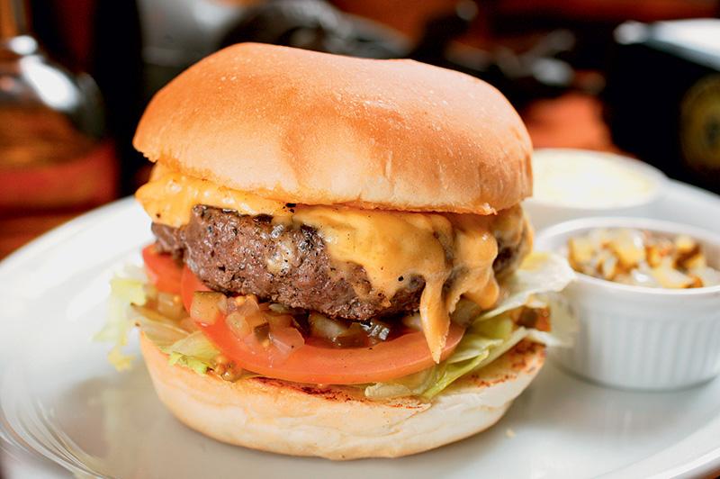 House burger: versão do cheese salada com relish de pepino