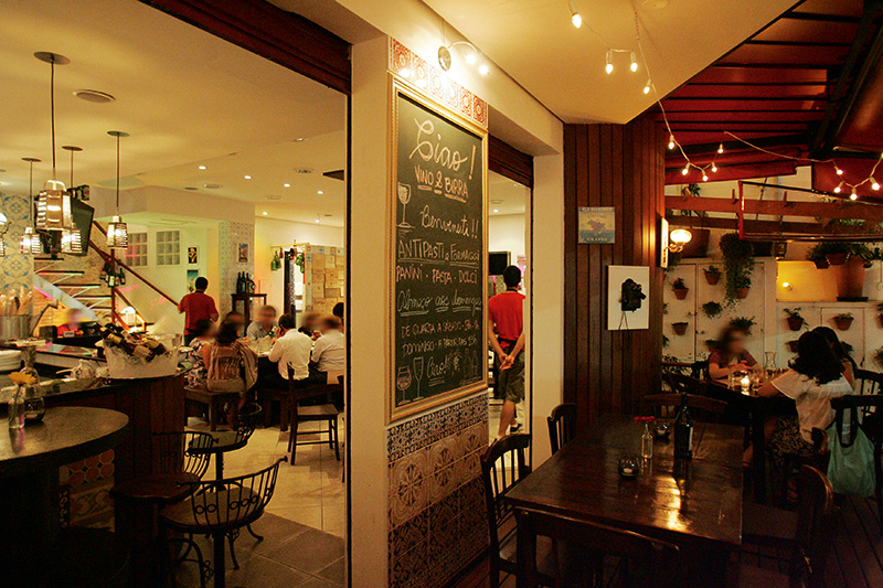O salão: espaço para beber as cervejas e assistir às palestras