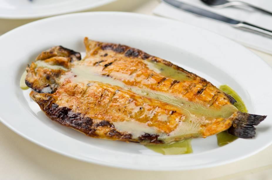 Filé de peixe ao molho de gorgonzola com batata