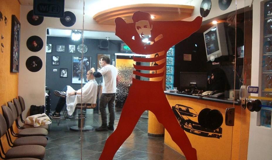 Clecio Cabecas: barbearia em estilo retrô
